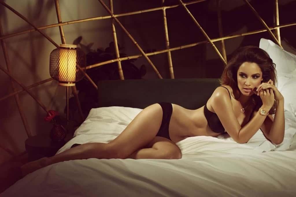Bérénice Marlohe seductive on the bed