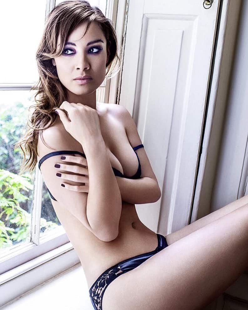 Bérénice Marlohe sexy abs window photoshoot