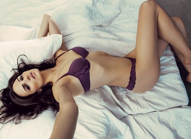 Fernanda Tavares posing in a sexy lingerie
