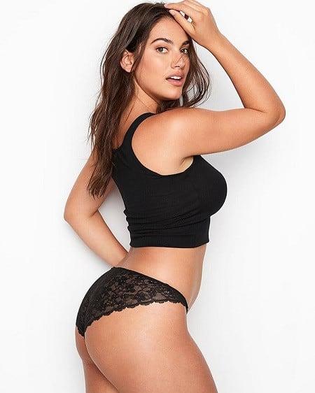 Lorena Duran curvy model