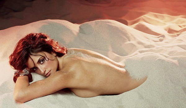 Penelope Cruz hot on the sand