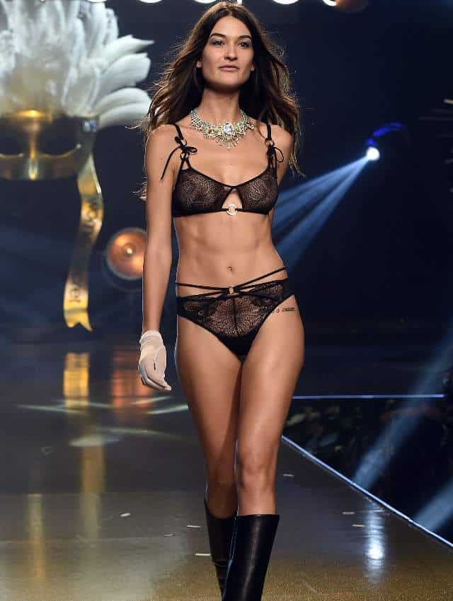 Rocío Crusset catwalk in sexy lingerie