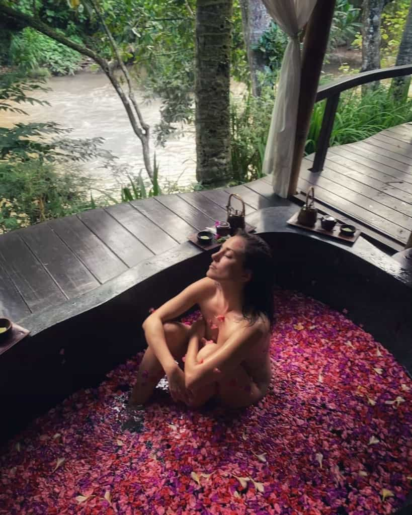 Silvia Alonso in spa with rose petals
