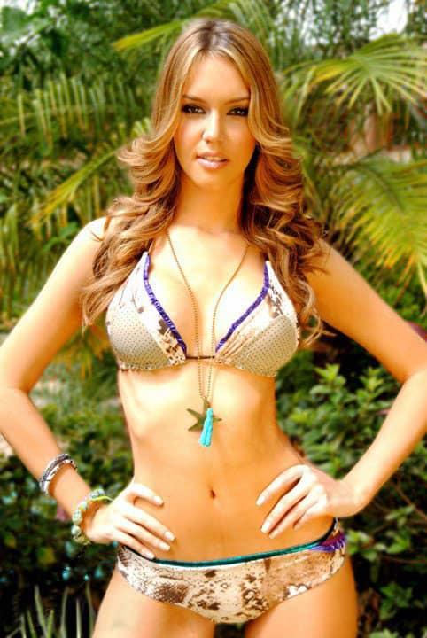 Blanca Aljibes sexy flat abs