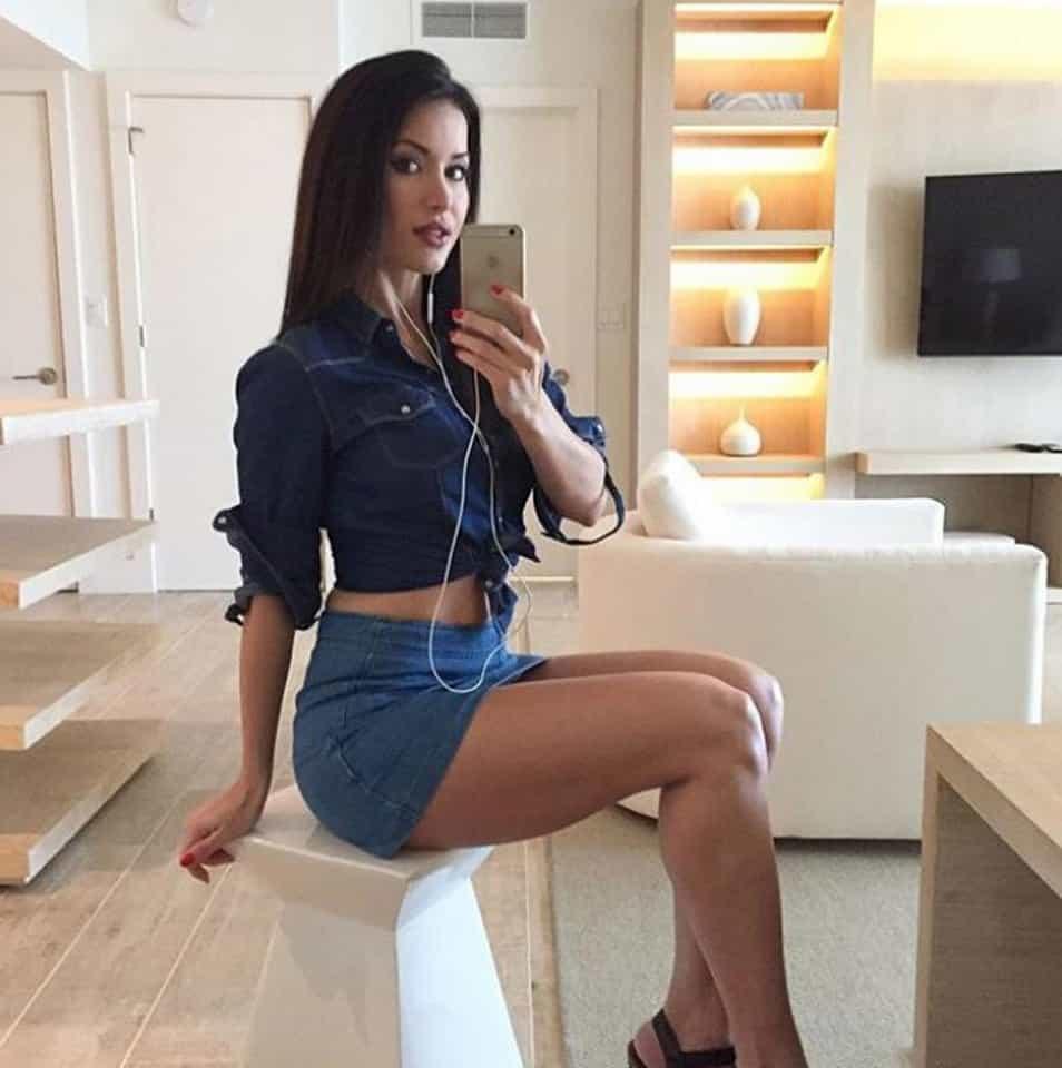 francys sudnicka sexy but elegant selfie
