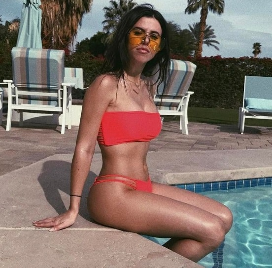 Victoria Villarroel Gamero sizzling hot at the pool