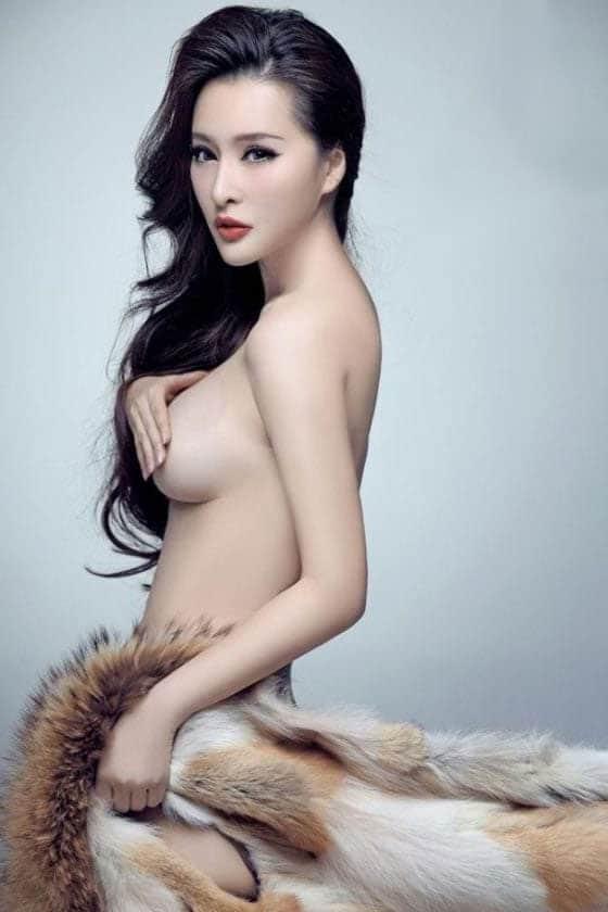 Yang Qihan topless half-naked