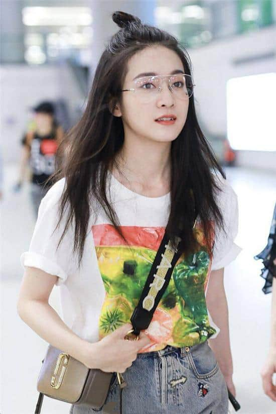 Zhang Xueying at Shanghai airport