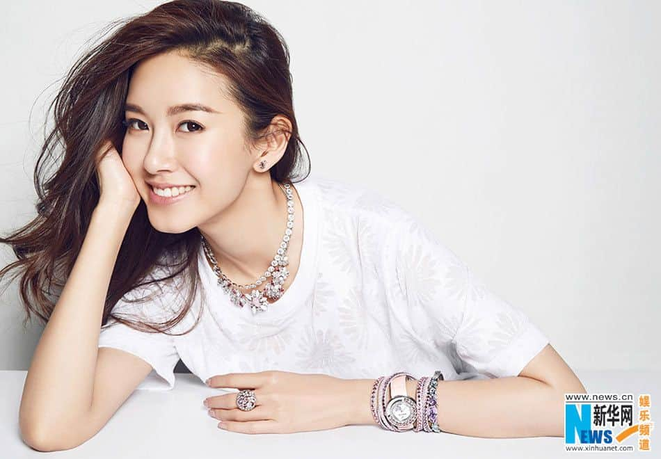 Zi-xuan Zhang wearing shiny jewelry