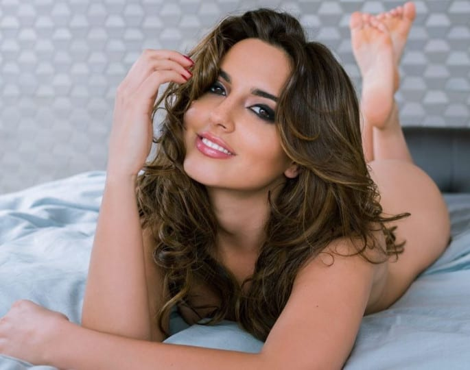 Nadia Forde sizzling hot naked on the bed