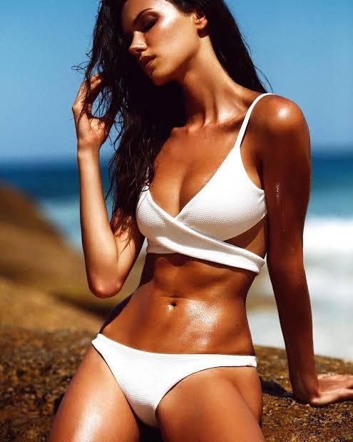 Anna Christina Schwartz tan body