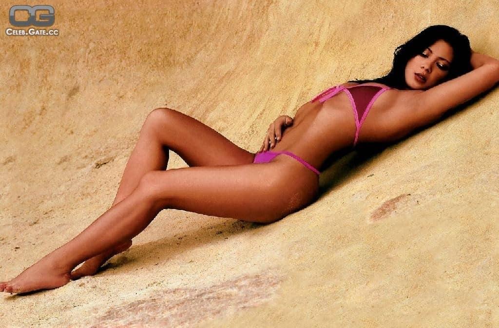 Vanessa Struhler teasing on the sand