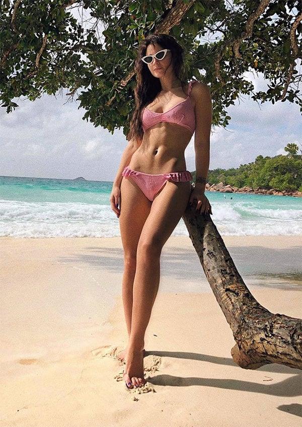 Honorata Skarbek sexy body at the beach