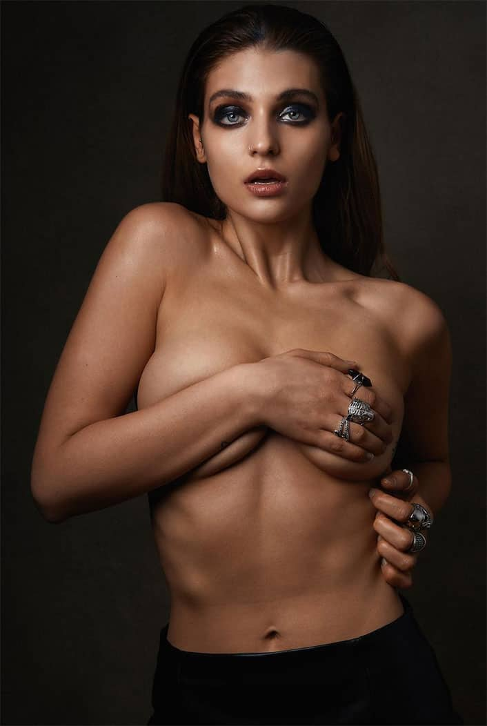 Magdalena Zalejska posing half naked body