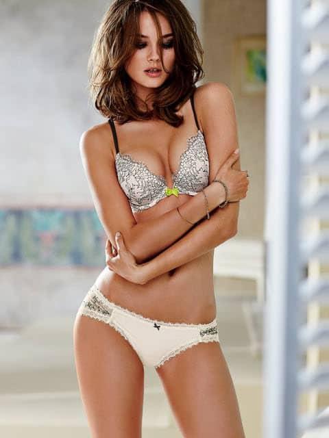 Monika Jagaciak flaunting hot sexy body
