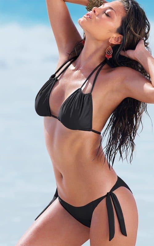 Karen Carreño looking sexy at the beach