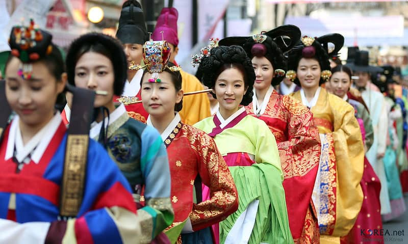 Korean women wearing traditional clothing