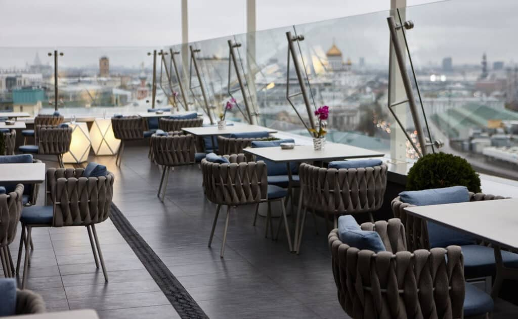 O2 rooftop lounge and restaurant