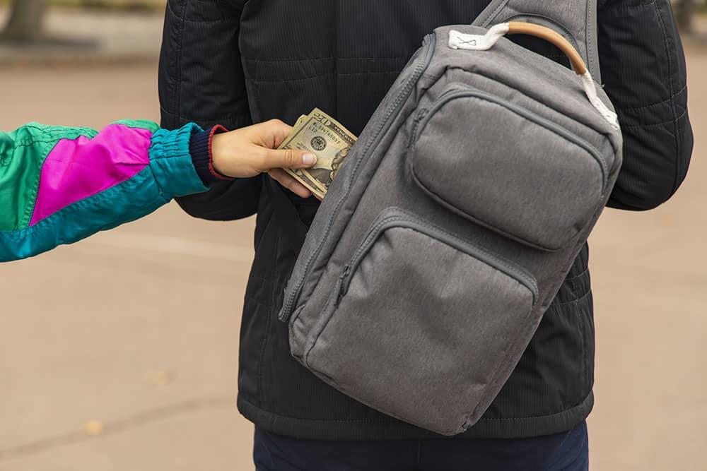 pickpocketing a tourist backpack