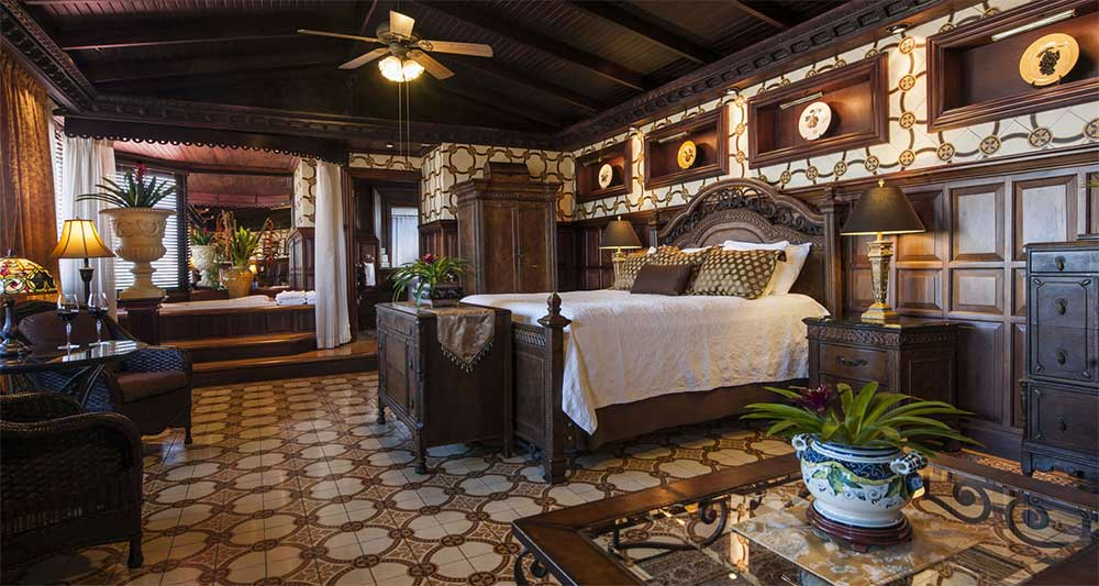 a luxurious suite at Hotel Grano de Oro