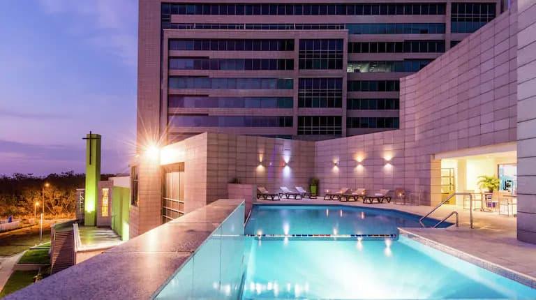 pool area in Hilton Garden Inn Barranquilla